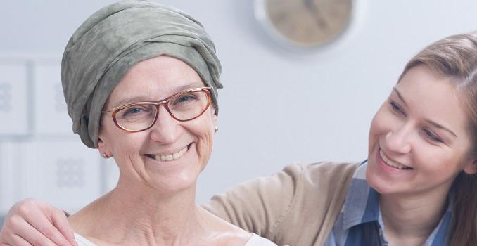 El casco que previene la caída del cabello durante la quimioterapia llega a los hospitales españoles